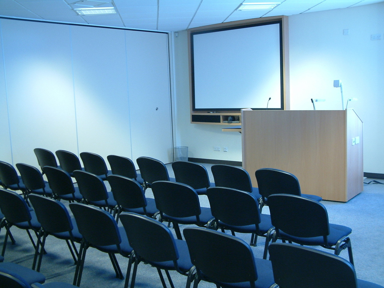 conference-room-1-1487537-1280x960.jpg